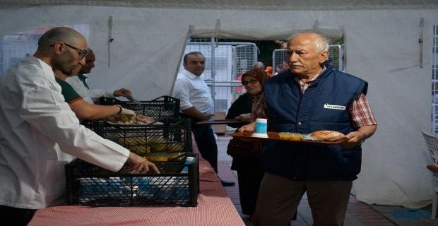 Hahambaşılığı vakfı Edirne'de iftar verdi!