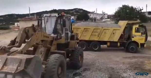 İş makinelerinin önünü kestiler!