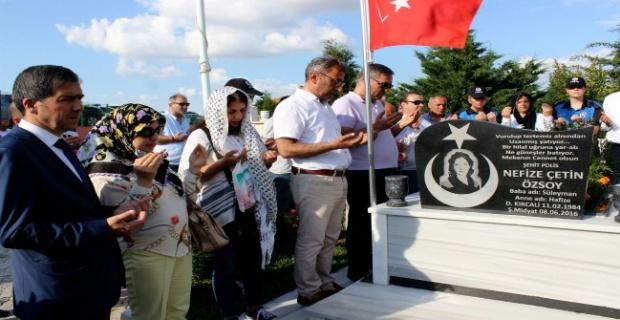 Nefize Özsoy kabri başında anıldı!
