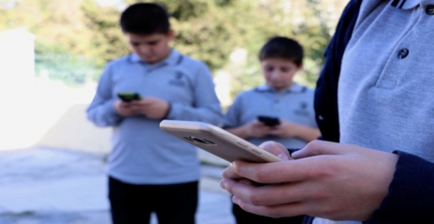 Okullarda cep telefonuna yasak geliyor!