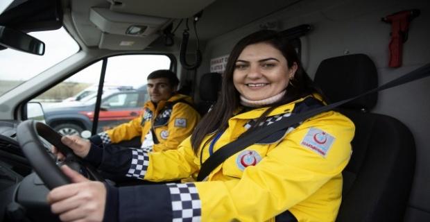 Ambulans şoförleri pistte ter döktü!