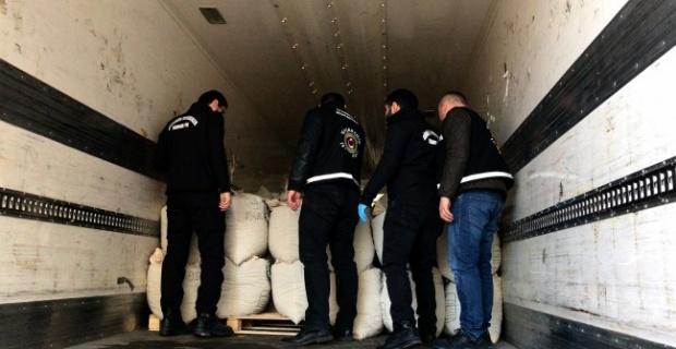 Gümrük kapılarında 3 tonu aşkın uyuşturucu yakalaması yapıldı!