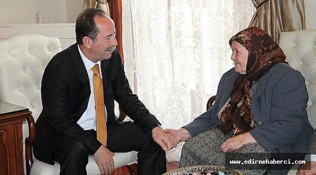 """Gürkan """"Anneler sonsuz sevginin, şefkatin, özverinin, sabrın, mücadelenin ve hoşgörünün kaynağıdır!"""""""