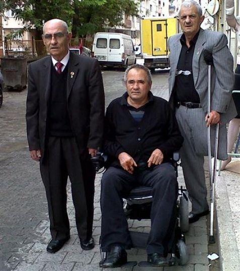 AK Parti'den engelli vatandaşa akülü engelli aracı desteği