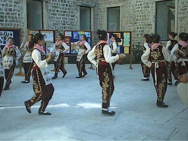 Edirne Belediyesi halk oyunları Dubai'ye gidecek