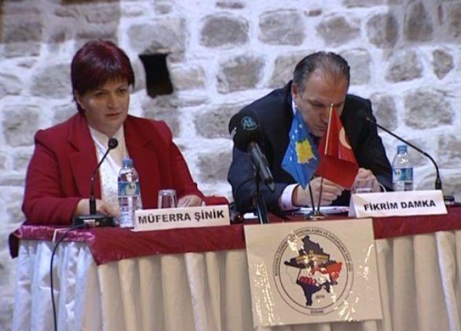Kosovalı öğrencilerden panel!