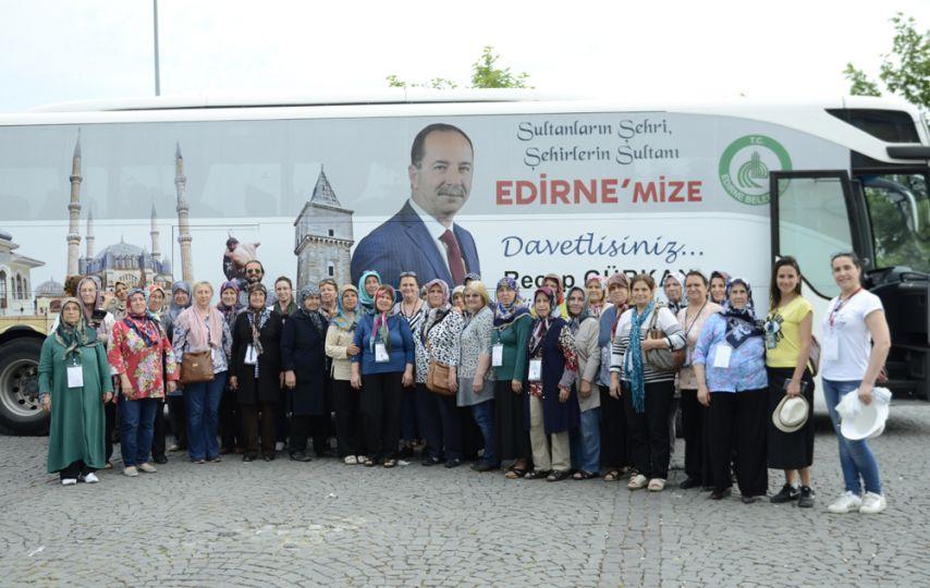 Mahalle halkı İstanbul'a gidiyor!