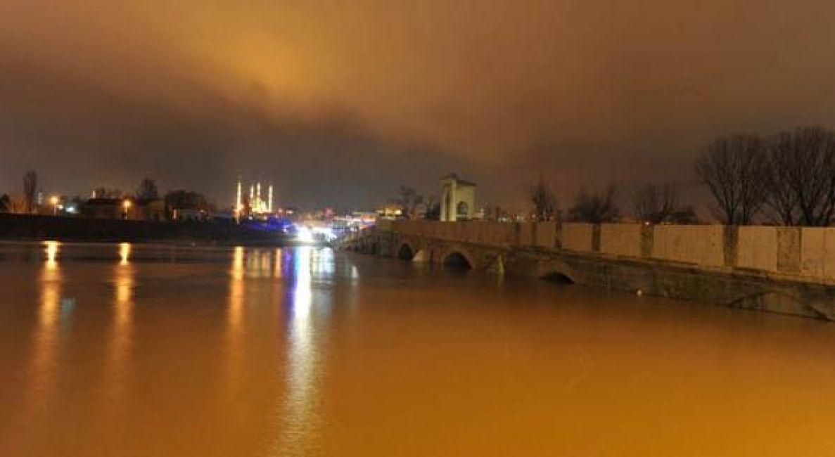 Nehrin debisi son 24 saatte yaklaşık 2,5 kat arttı!