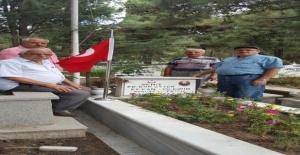 Şehit kabirlerindeki bayraklar yenilendi!