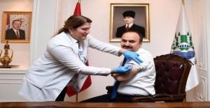 İlk aşılar Vali Canalp ve Başkan Gürkan'a!