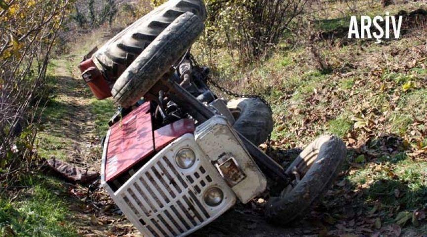 Traktörünün altında kaldı!
