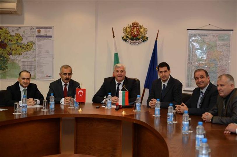 """Vali Duruer """"sözde Ermeni iddiasını geri çekin"""""""