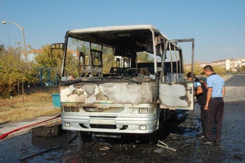Yolcu minibüsü yandı!