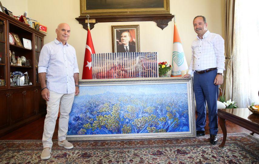Yunan Ressam'dan Başkan Gürkan'a hediye!