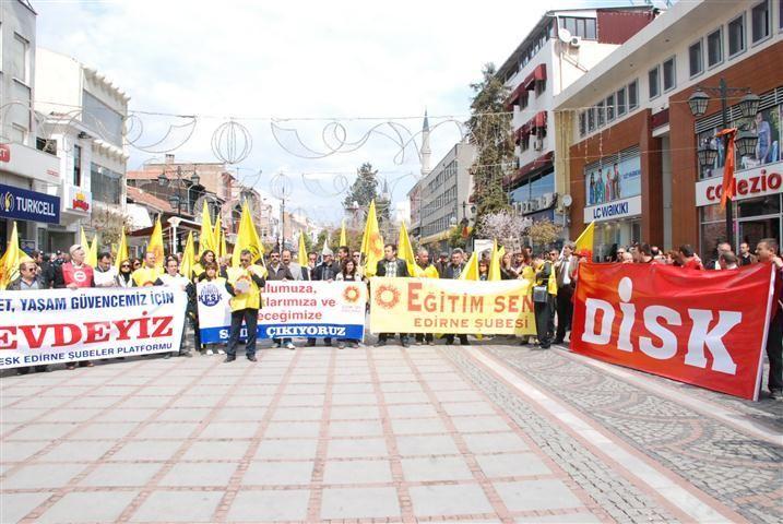 Zorunlu eğitim protesto edildi!