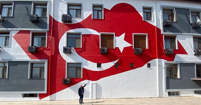İYİ Partili Demir'den bayrak eleştirisi!