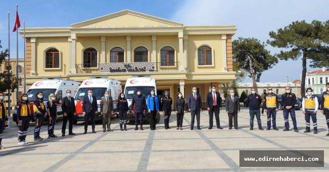 4 adet ambulans hizmete sokuldu!