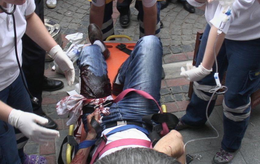 İnsanca uyardı, bacağından bıçaklandı!