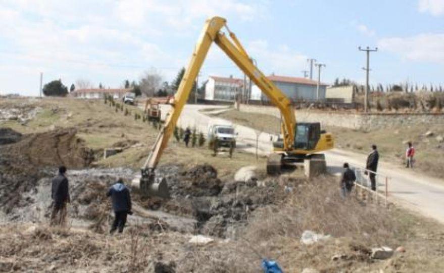 Osmanlı köyünde dere ıslahı çalışmaları başladı