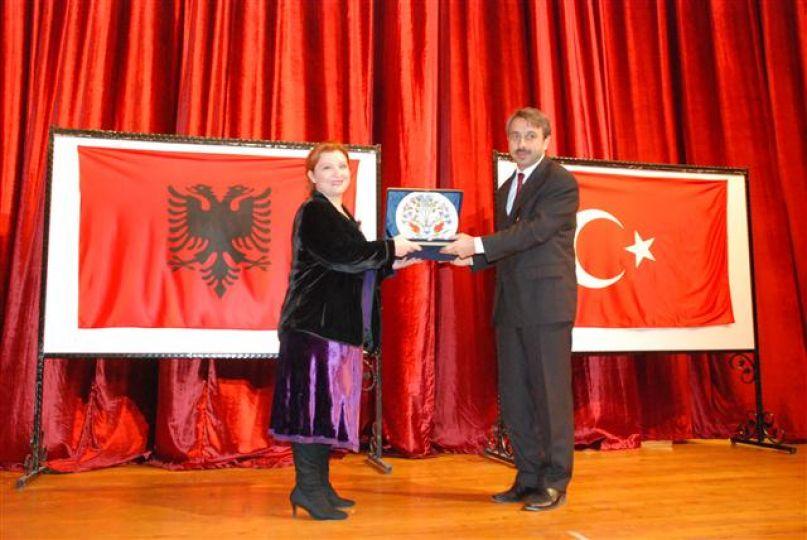 T.Ü.'nün konuğu Arnavutluk Bakan yardımcısıydı!